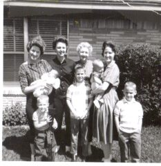 1961-nov-mom-w-sibs-and-grandma-kids